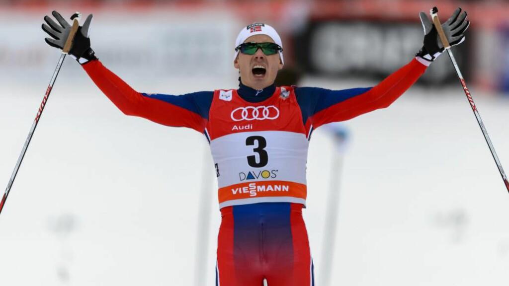 VANT: Finn Hågen Krogh tok sin første verdenscupseier i Davos - foran Anders Gløersen og Eirik Bransdal. AFP PHOTO / FABRICE COFFRINI