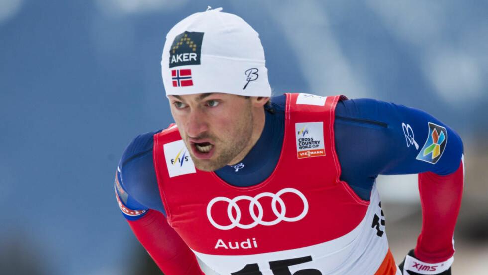 UTE: Petter Northug er ute av sprinten etter å ha blitt hindret av Eirik Bransdal. Foto: Berit Roald / NTB scanpix