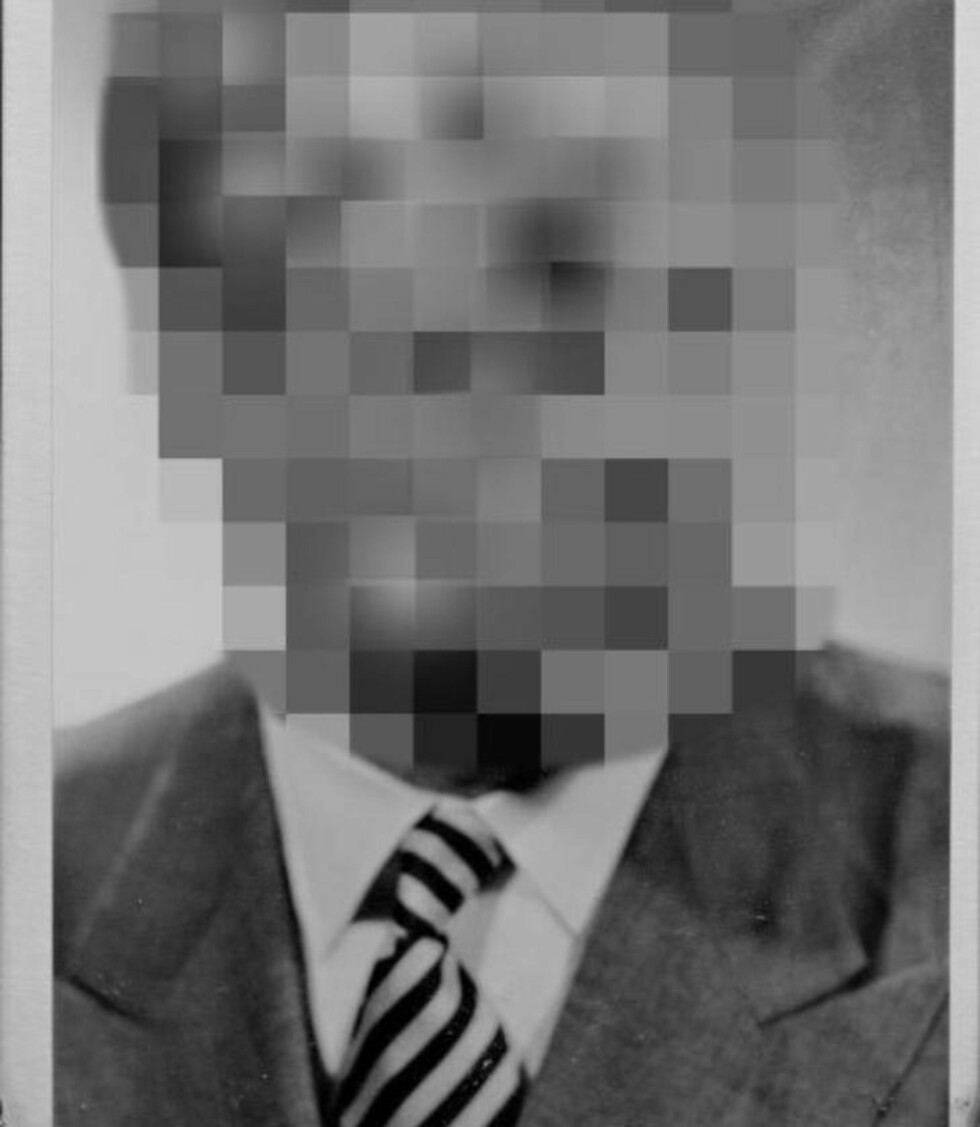 BLE TATT BILDE AV: Januar 1959 ble den 39 år gamle diplomaten med to unge russere til en leilighet i Moskva, hvor de drakk hetvin. Da han hadde kledd av seg og satt på sengekanten, stormet det russiske politiet inn i leiligheten. «To menn i mørke frakker og luer sto i døråpningen, blitslys flammet og fotografiapparat klikket før noen fikk sukk for seg», står det i PST-dokumentet. Foto: PRIVAT