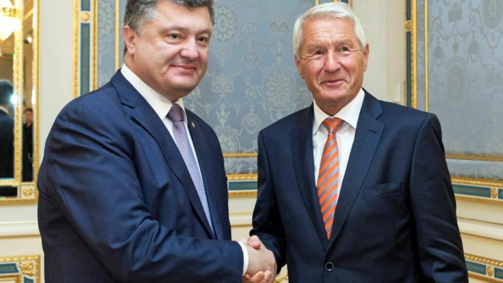 GOD KONTAKT : Ukrainas president Petro Poroshenko og Thorbjørn Jagland har møtt hverandre mange ganger. Her fra et tidligere møte. EPA/MYKHAILO MARKIV/POOL Scanpix
