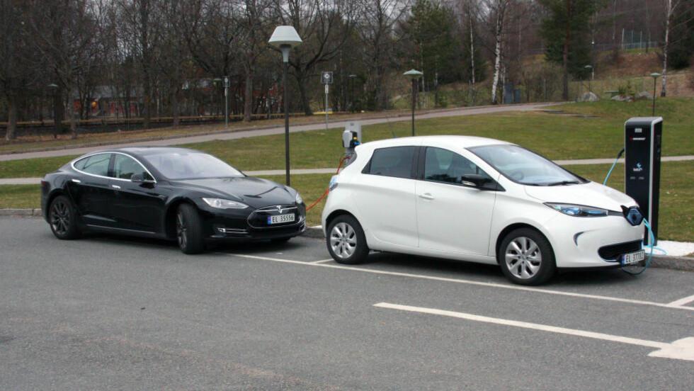 NY SPENNING: De nye hurtigladerne gjør at du kan lade opp både en Renault Zoe og en Tesla Model S - på McDonalds. Foto: KNUT MOBERG / DINSIDE.NO