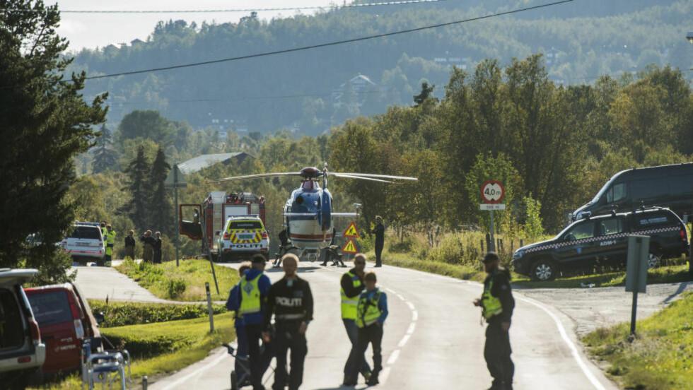 EKSPLOSJON: Politiet sperret av riksvei 7 etter en sprengningsulykken på Geilo der tre personer omkom onsdag.  Foto: Fredrik Varfjell / NTB scanpix