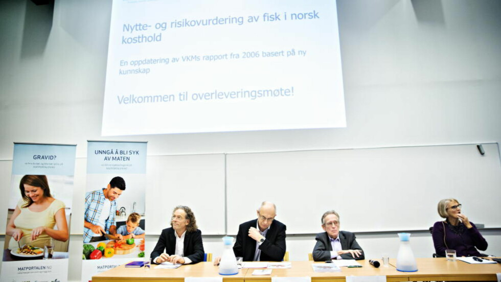 NY KUNNSKAP: Mandag la VKM og gruppas leder Janneche Utne Skåre (lengst t.h.) fram sin gjennomgang av nytte og risikovurderingen ved fisk og sjømat. Foto: Nina Hansen