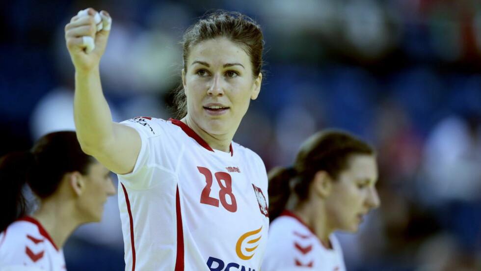 POLSK FARE: Alina Wojtas er kvinnen som kan skyte Norge i senk i kveld, om hun får plass og tid. Larvik-spilleren er derimot ikke veldig optimistisk med tanke på å slå Norge og lagvenninnene i Larvik.