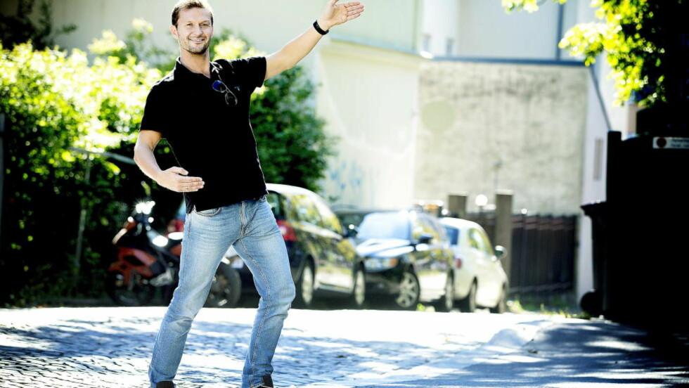 FAVORITTSTEMPEL:  Tidligere fotballproff Roar Strand danset seg til topplassering i sesongpremieren av «Skal vi danse». - Jeg er med for å vinne. Det skal mye tid og arbeid til, og jeg er villig til å gjøre den jobben, sier Strand. Foto: Bjørn Langsem / DAGBLADET