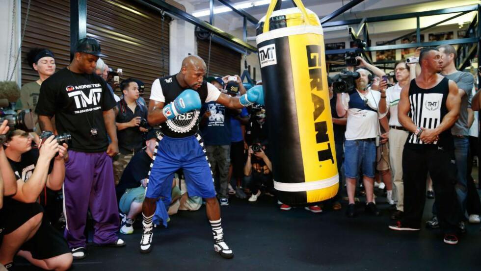 SAKSØKT: Floyd Mayweather er saksøkt av ekskjæresten. 13. september skal han bokse tittelkamp.  Eric Jamison/Getty Images/AFP