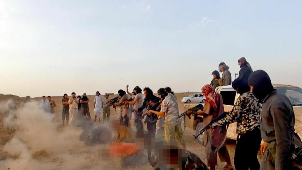 HENRETTER:  Terrorgruppa Den islamske stat (tidligere ISIL) henretter og gjennomfører religiøs og etnisk rensing i Syria og Irak. Over 60 nordmenn har sluttet seg til terrororganisasjonen. Foto: AP