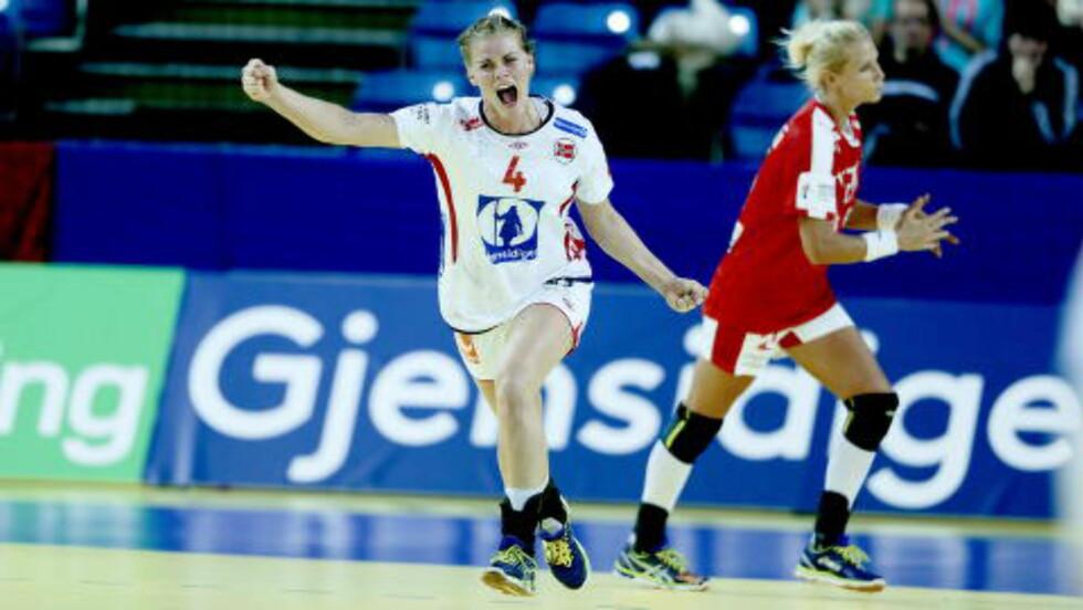 KJENT POSITUR: Veronica Kristiansen etter en av sine 16 scoringer så langt i EM.