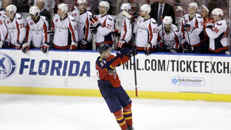 NY STRAFFEREKORD: Det ble satt NHL-rekord da Florida Panthers slo Washington Capitals 2-1 tirsdag. Hele 40 straffeslag måtte til for å kåre en vinner. Foto: AP Photo/Alan Diaz