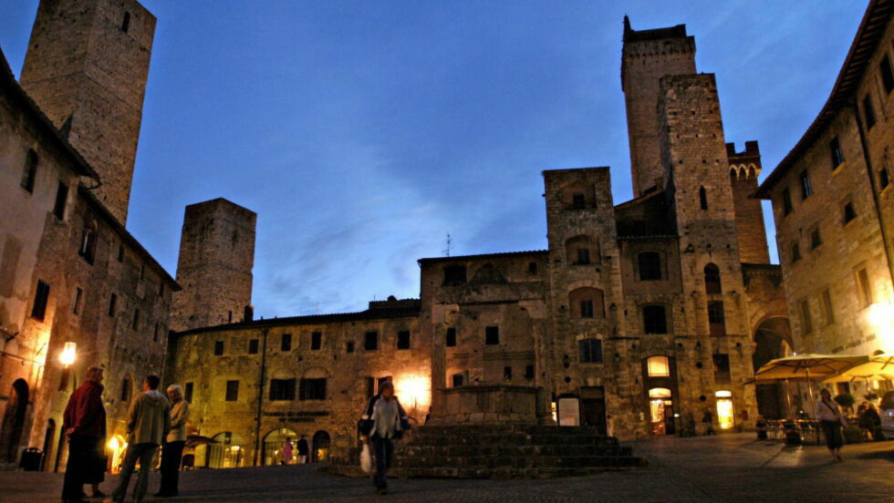 MAUSOLEUM?: San Gimignano i Toscana står på UNESCOs verdensarvliste. Her finnes ingen slakter, baker eller grønnsakshandler, bare restauranter og suvenirbutikker, skriver Marco D'Eramo. Foto: Truls Brekke/Dagbladet