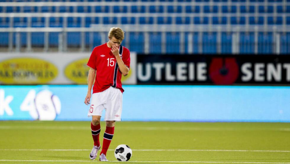 FØLING MED SKADE: Martin Ødegaard fikk kjenning med en skade etter U21-kampen mot Portugal på torsdag. Han er dermed ikke med i troppen mot Italia. Foto: Vegard Wivestad Grøtt / NTB scanpix