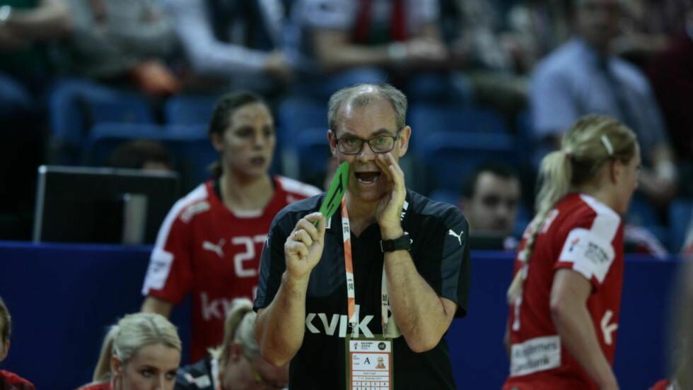 NEDTUR: Danmark og landslagssjef Jan Pytlick var sjanseløse mot Spania. Dermed røk semifinalebilletten som spanjolene tok.