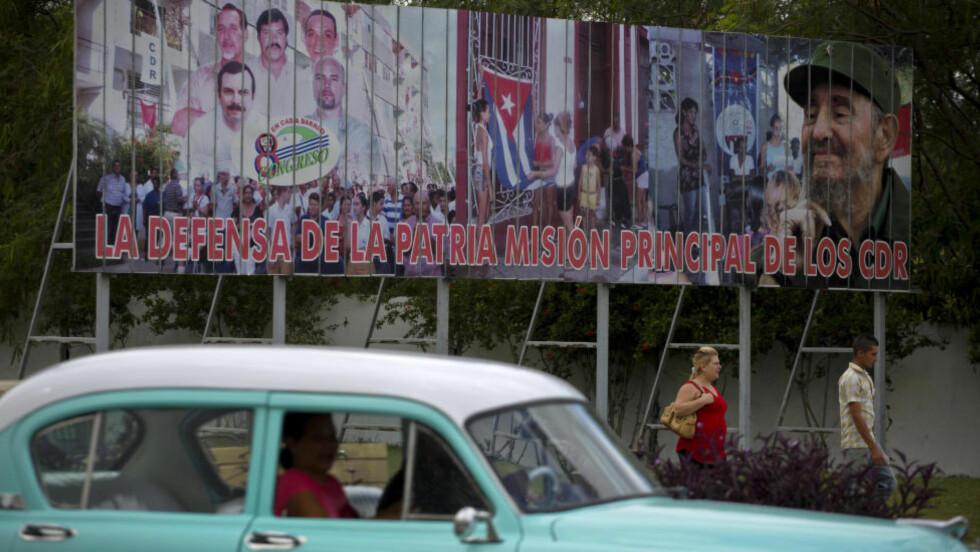 CUBA: Cuba henger igjen i en svunnen tid, økonomisk og politisk. En framfohandlet fangeutveksling med USA, med hjelp fra paven har imidlertid tint isfronten dem imellom, og landene starter nå diplomatisk samarbeid. Det vil trolig bety mye for øya like sør for USAs østkyst. Foto: AP Photo/Desmond Boylan/NTB Scanpix
