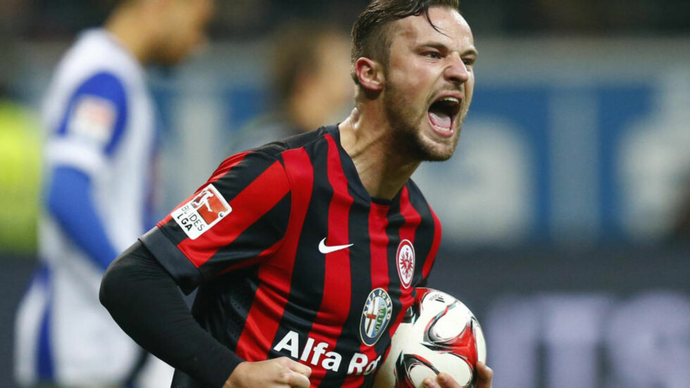 UAVGJORT: Haris Seferovic scoret ett av målene da Eintracht Frankfurt klarte 4-4 mot Hertha Berlin. Foto: Ralph Orlowski / Reuters / NTB scanpix
