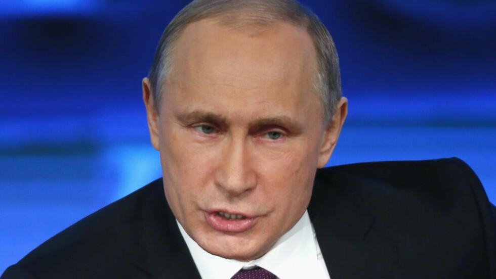 SNAKKER TØFT: Russlands president Vladimir Putin på pressekonferansen i Moskva i dag. Foto: Scanpix