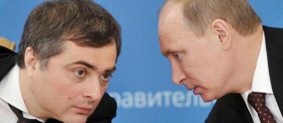 RADARPARET: Hovedpersonen i boken om Putins era er ikke presidenten, men Vladislav Surkov (t.v.) , en halvt tsjetsjensk tidligere bodyguard, kunstnertype og reklamemann som er hjernen bak Kremls selvmotsigende maktformel: «styrt demokrati». Foto: AP/NTB Scanpix