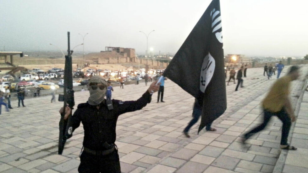 AMERIKANSKE VÅPEN: En ny rapport hevder at IS-krigere benytter seg av amerikanske våpen som har blitt sendt via Saudi-Arabia. Foto: REUTERS/Stringer