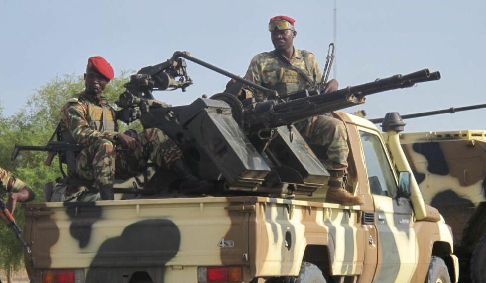 REGJERINGSHÆREN:  Kameruns regjeringshær skal ha drept Boko Haram-opprørerne da de tok seg inn i landet i helgen. Foto: AFP PHOTO / REINNIER KAZE