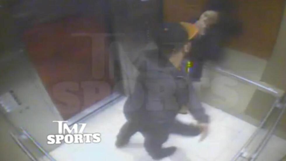 SKANDALEVIDEO:  Dette bildet er hentet fra hotellets overvåkningsvideo, som viser at Rice banker sin forlovede i en heis. Foto: AP Photo