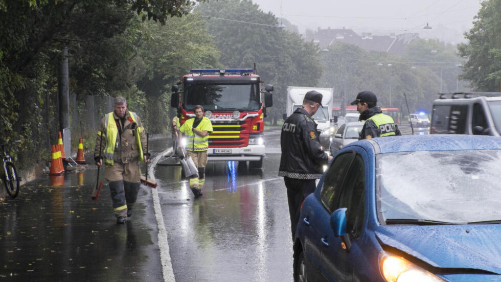 OMKOM: En kvinne med barnevogn ble tirsdag morgen påkjørt av en bil på Ring 2 mellom Uelandsgaten og Geitmyrsveien i Oslo. Kvinnen døde av skadene. Foto: Torstein Bøe / NTB scanpix