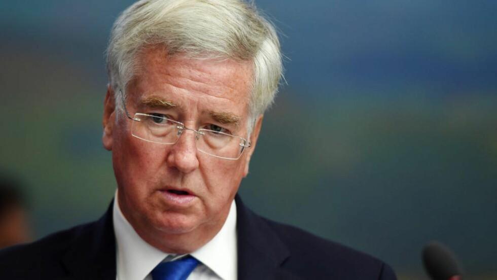 FORPLIKTET: Forsvarsminister Michael Fallon sier Storbritannia er «forpliktet» til å hjelpe til i Irak. Foto: NTB Scanpix