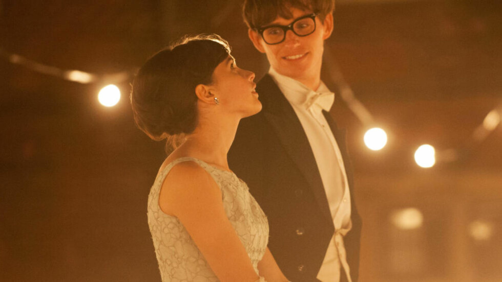 NY FILM:  I februar har filmen «The Theory of Everything» premiere i Norge. Den britiske skuespilleren Eddie Redmayne portretterer Stephen Hawking over en periode på 25 år. Foto: United International Pictures