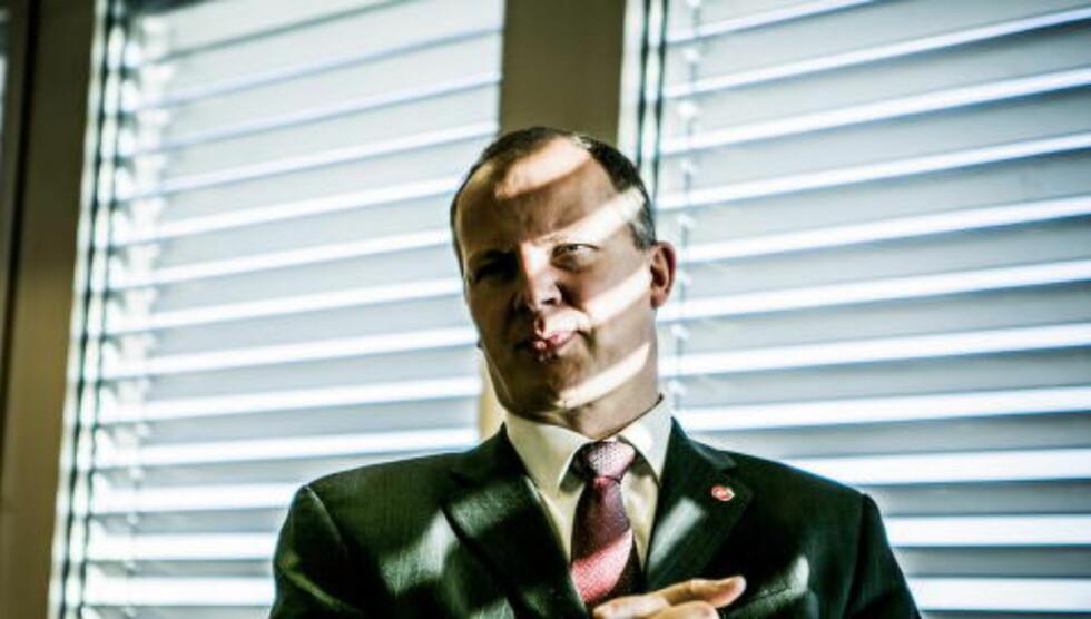 STRESS NED:  Det er beskjeden fra samferdselseminister Ketil Solvik Olsen til alle som skal bevege seg i juletrafikken. Foto: Christian Roth Christensen
