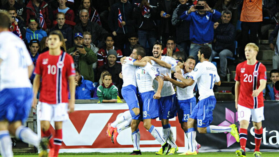GODT LAG: Mats Møller Dæhli (høyre i bildet) mener Italia er et godt fotballag, og tar lærdom av opplevelsen. Det samme gjør Morten Gamst Pedersen. Foto: Sjur Stølen / Dagbladet