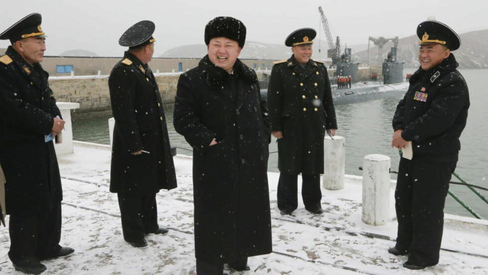 AVVISER HACKING: FBI peker på Nord-Koreas Kim Jong Un å stå bak Sony-hackerangrepet. Nord-Korea avviser beskyldningene. Obama mener det var en tabbe av Sony å ta av filmen «The Interview» fra plakaten, men Sony svarer at de var nødt da store kinokjeder nektet å vise den etter terrortruslene. Sony hevder de ikke har latt seg skremme av diktatoren. Foto: REUTERS / KCNA / NTB scanpix