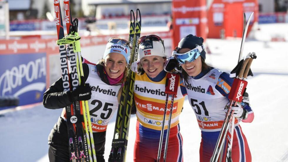 FINN EN FEIL: Norsk-dominerte seierspaller i verdencupen er blitt en vane denne vinteren. I dag vant Marit Bjørgen, og Heidi Weng ble nummer tre på ti-kilometeren i Davos. Men alle snakket likevel mest om Nicole Fessel som tok andreplassen. Hun viste - både for seg selv og alle andre - at det faktisk er mulig å hevde seg mot de norske seiersmaskinene. Foto:  EPA/GIAN EHRENZELLER