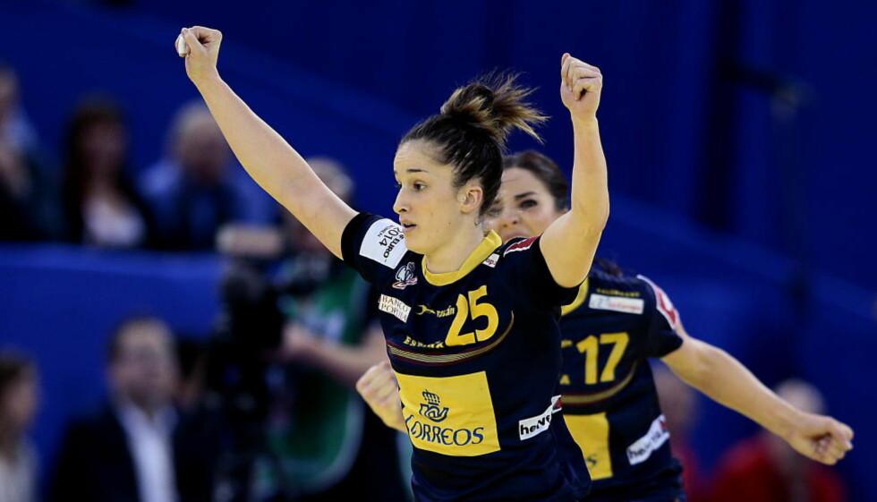 SPANSK STJERNE HAR PLANEN KLAR: Den spanske stjernespilleren Nerea Pena (t.v) mener det blir helt avgjørende å stanse Norges strekspiller Heidi Løke i EM-finalen.