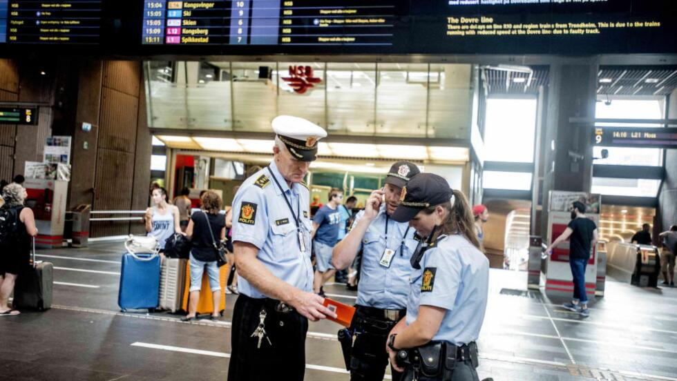TERRORALARM  Politi i beredskap på Oslo S i juli i år.  Politi. Foto: Thomas Rasmus Skaug / Dagbladet