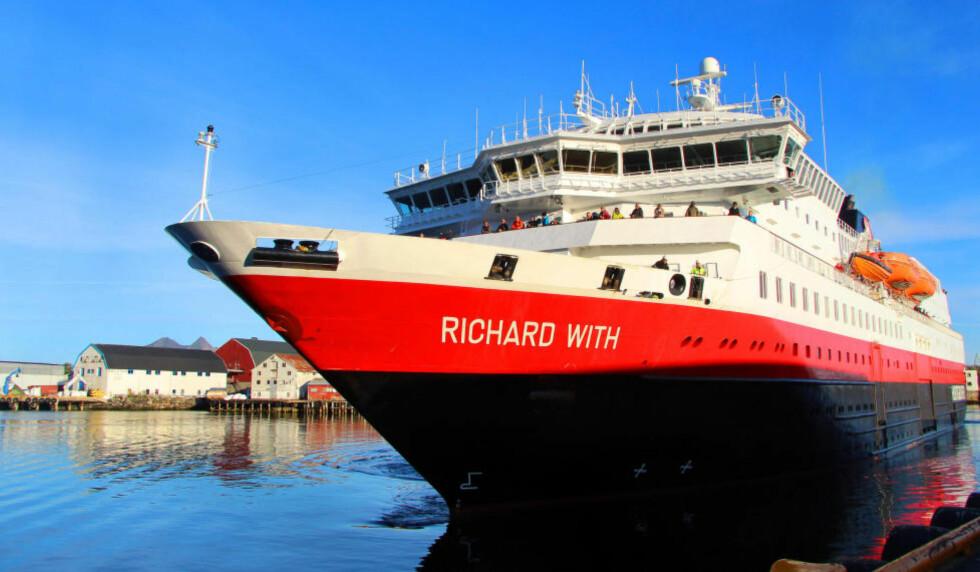 I SVOLVÆR:   Hurtigruteskipet MS Richard With på vei inn til Svolvær. Foto: KIRSTEN MARGRETHE BUZZI