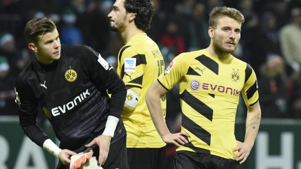 TAPTE IGJEN: Mitchell Langerak, Mats Hummels and Ciro Immobile (fra venstre til høyre) depper etter nederlaget mot Werder i helga. Foto: REUTERS / Fabian Bimmer / NTB SCANPIX