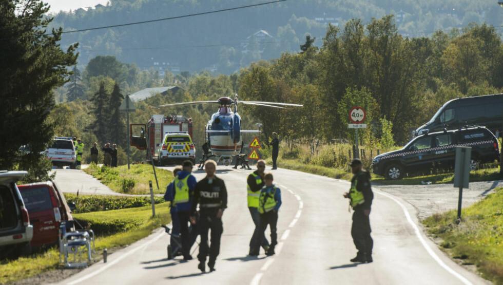 DØDSULYKKE: Tre menn omkom i spregningsulykken på Geilo. Riksvei 7 ble avsperret mens redningsarbeidet pågikk. Foto: FREDRIK VARFJELL / NTB SCANPIX