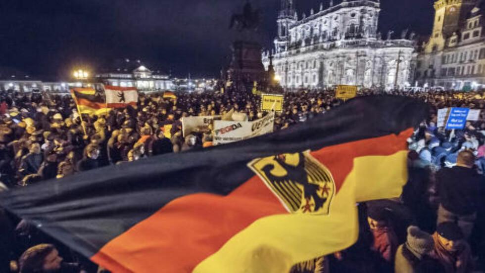 UKENTLIG: De siste ti ukene har innbyggere i Dresden marsjert mot det de mener er spredningen av islam i Vesten. Foto: Jens Meyer / AP / NTB Scanpix