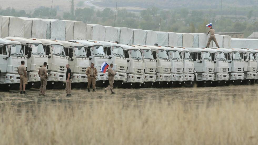 En ny kolonne med lastebiler har tatt seg inn i Ukraina, melder russiske nyhetsbyråer. Foto: Alexey Koverznev / Reuters / NTB Scanpix
