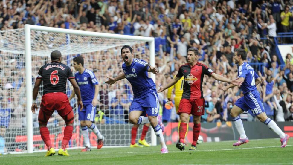 HATTRICK: Diego Costa sørget for at publikum på Stamford Bridge fikk juble tre ganger i ettermiddag - før Rémy sørget for det fjerde målet. Foto:  EPA / FACUNDO ARRIZABALAGA / NTB Scanpix