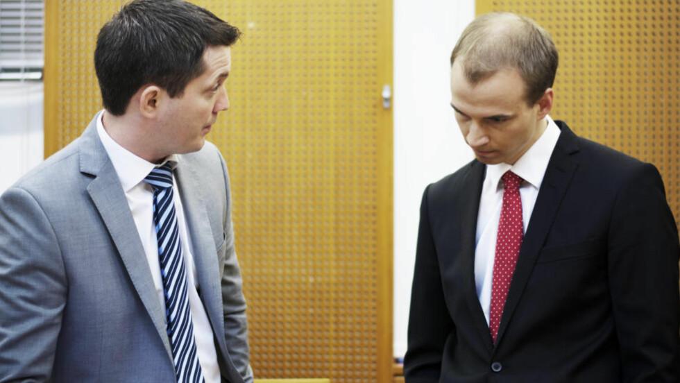 AKTOR OG FORSVARER: Aktor Andreas Strand (t.v.) og forsvarer Knut-Ole Bakke Hansen.  Foto: RALF LOFSTAD / DAGBLADET