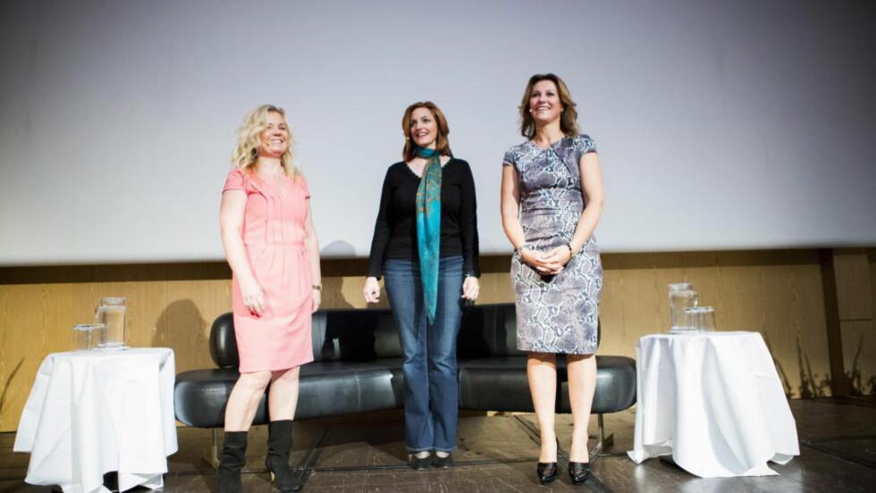 OMSTRIDT ARRANGEMENT: Her står Elisabeth Nordeng, Lisa Williams og prinsesse Märtha Louise på scenen under et seminar i går. Foto: Christian Roth Christensen