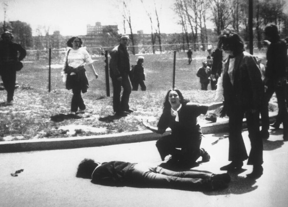 FIRE DREPT:  Den 4. mai 1970 ble fire studenter ved Kent State-universitetet drept og ni andre personer ble såret etter at nasjonalgarden skjøt mot fredelige studenter. Foto: AP Photos/John Filo/Scanpix