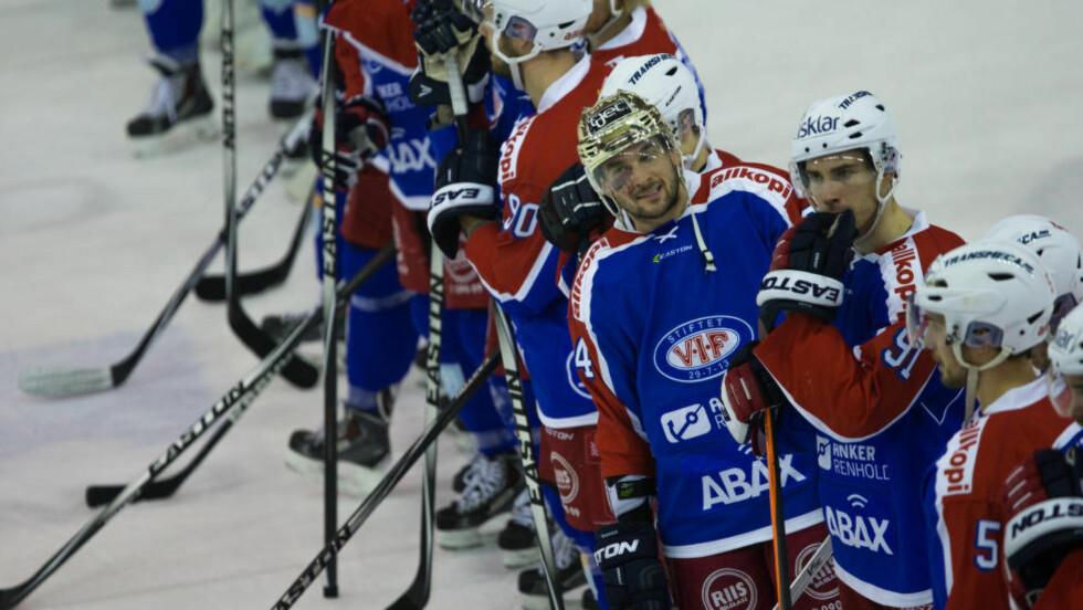 JADA!  Vålerenga-spillerne feiret etter dagens seier mot Lørgenskog. Foto: NTB Scanpix