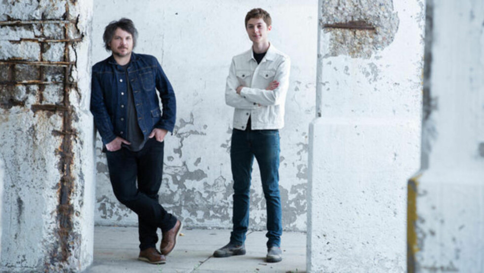 SOLO/DUO: Jeff Tweedy og sønnen Spencer utgjør duoen Tweedy - eller er «Sukierae» Jeffs «soloplate framført av en duo»?
