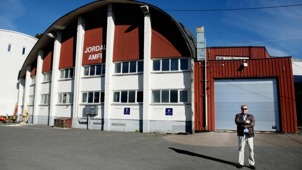 SPORT FRA 1952: - Jordal Amfi ble bygget til OL i 1952 og er fortsatt Vålerenga hockeys hjemmearena. Og alt som ble bygget til Lillehammer-94 er i bruk, sier Børre Rognlien. Foto: SIV JOHANNE SEGLEM