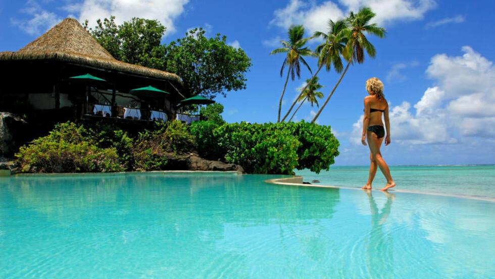 PARADIS: Midt ute i Stillehavet ligger Cookøyene. Her kan du oppleve urørt natur, gjestfri lokalbefolkning og noen av verdens hviteste strender. Foto: FIJIREISER