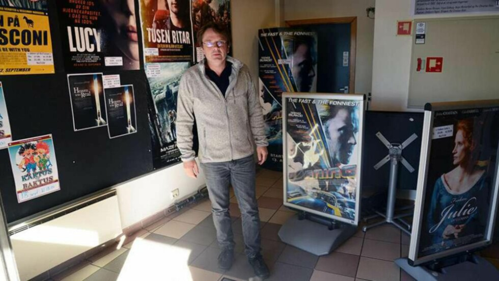 KONTROVERSIELT UTSPILL: Kinosjef Tor Wibe i Levanger skulle gjerne sett at filmanmeldere ventet med sine anmeldelser til etter kinopremierene hadde vært. Foto: Andreas Ryen Eidem/Verdalingen