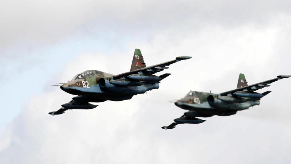 KRENKET SVENSK LUFTROM:  To russiske jagere skal i går ha krenket svensk luftrom, ifølge den svenske avisa Expressen. Bildet viser to SU-25 jagere som flyr over en militærbase i Minsk, Hviterussland. Foto: NTB Scanpix