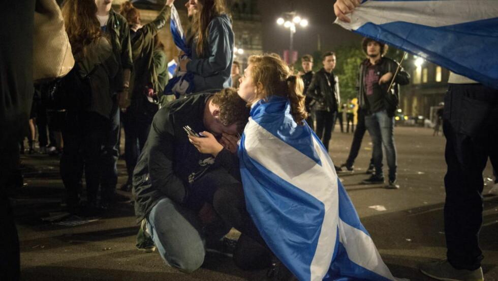 GRÅT: David McKenzie var meget skuffet i morgentimene i på George-plassen i Glasgow.  Foto: Øistein Norum Monsen / DAGBLADET