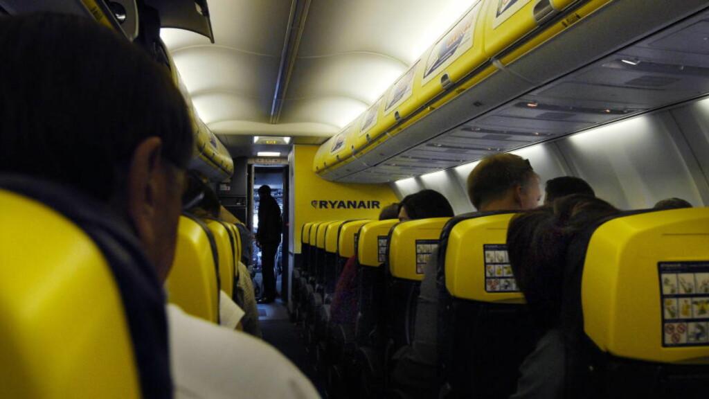 ØKONOMI-BILLETTER: Lavpris-flyselskapet Ryanair er ikke kjent for å gi verken ved dørene eller i midtgangen. Foto: John T. Pedersen / Dagbladet