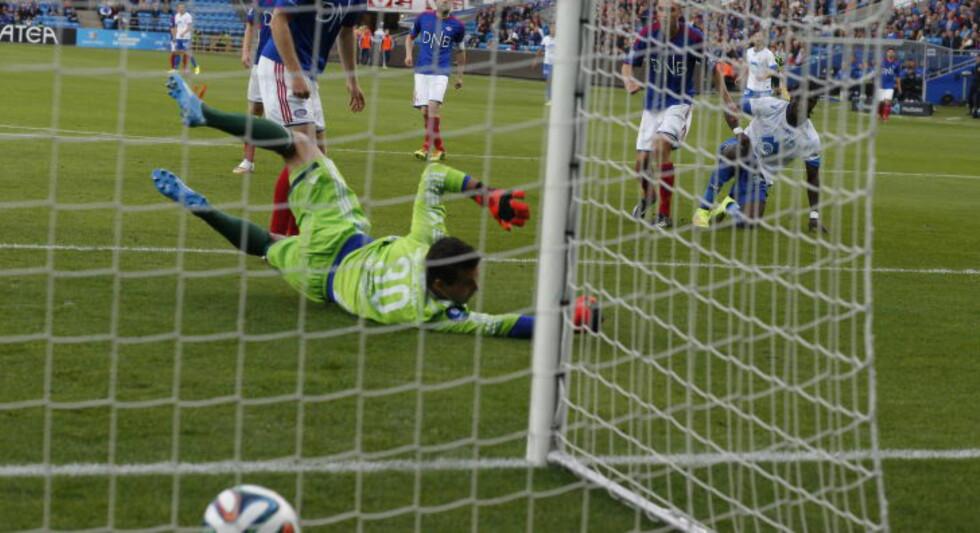 1-0: Daniel Chima Chukwu sender Molde i ledelsen etter å ha gjort alt selv. Foto: Bjørn Langsem / Dagbladet